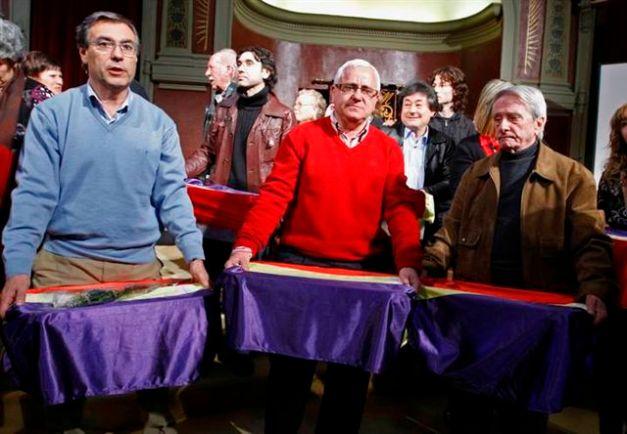Final de la ceremonia de entrega de restos en Madrid, el 6 de marzo de 2010
