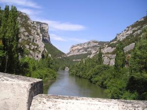 El río Ebro, en Valdenoceda