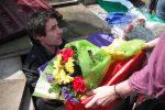 Antonio recibe los restos de su abuelo