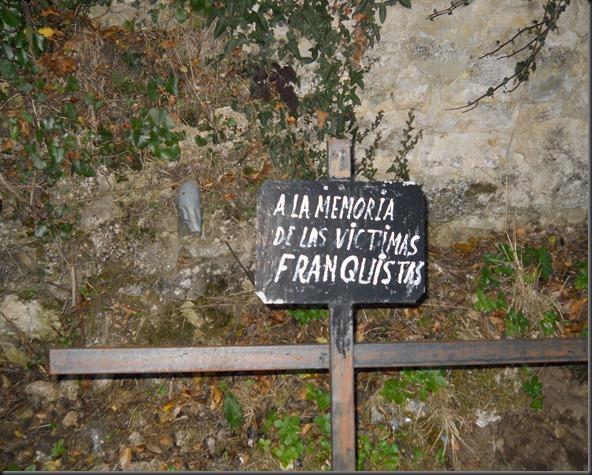 La primera placa que recordaba a los presos. Era 1990
