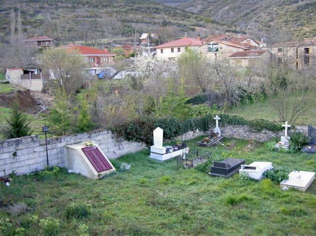 Solar de Instituciones Penitenciarias que en los 70 se incluyó en la ampliación del Cementerio (Foto hecha antes de la exhumación)