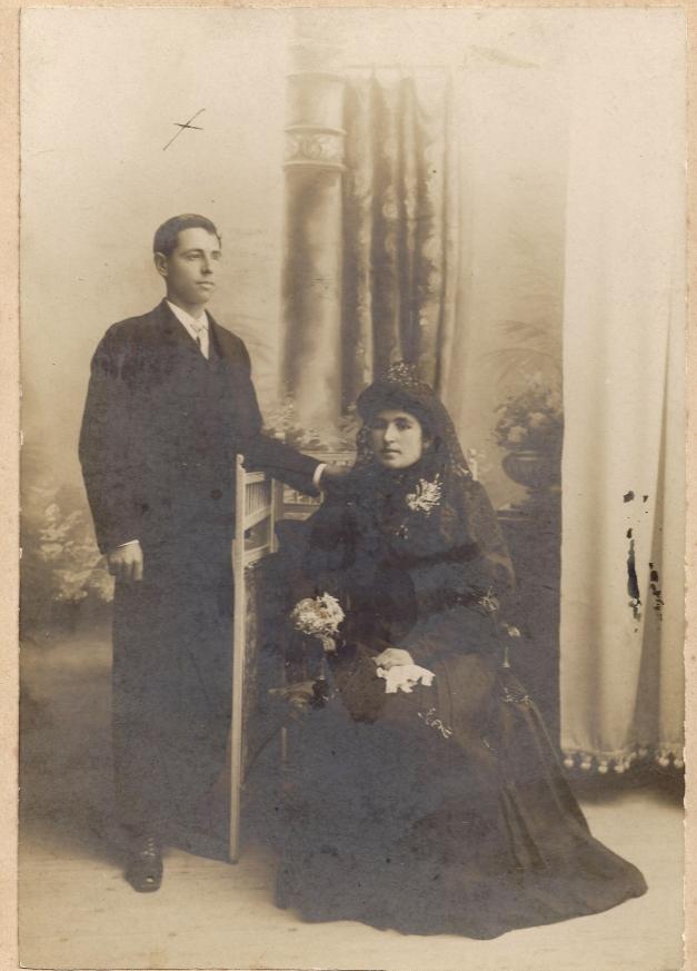 Foto de boda de los padres de Manuela y Fermina. Él fue acusado, hecho preso y trasladado a Valdenoceda. Allí murió, como casi todos, de hambre y de frío. Ojalá pronto sea identificado y  sus restos puedan descansar con sus hijas