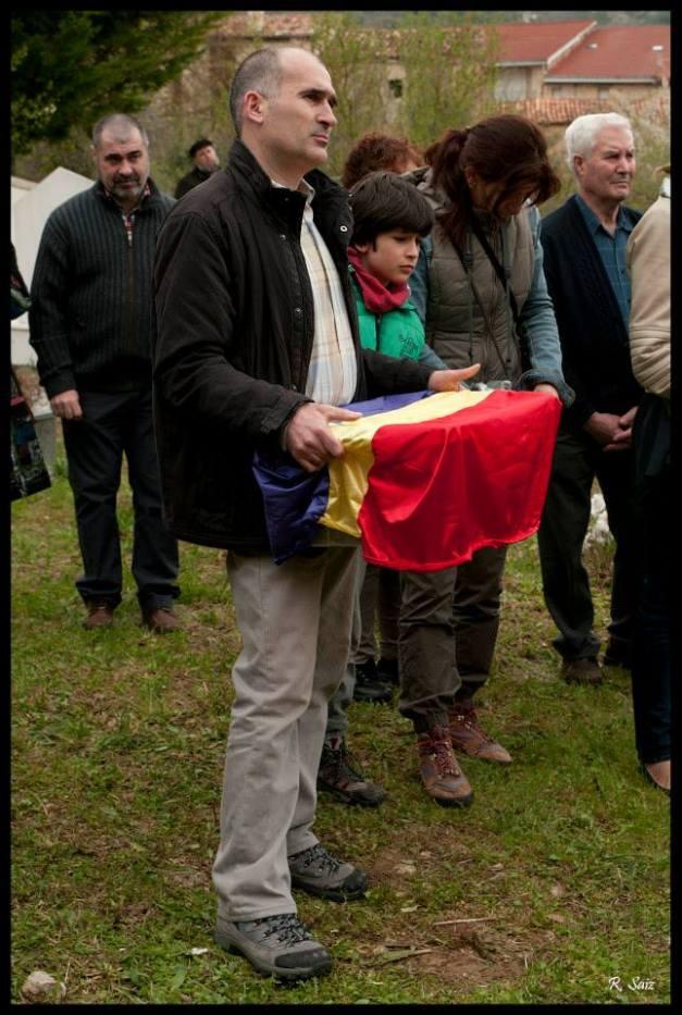 Recogiendo a Delfino Campo. Foto: Elena Alonso