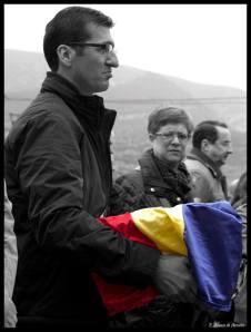 Recogiendo a Felipe Mora. Foto. Elena Alonso