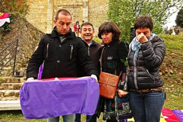 El nieto de Cipriano Frías Cámara recoge los restos de su abuelo, identificado. Gracias, familia.