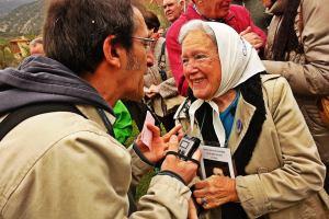 Nora Morales, presidenta y fundadora de Madres de Plaza de Mayo, con Jokin Garmilla