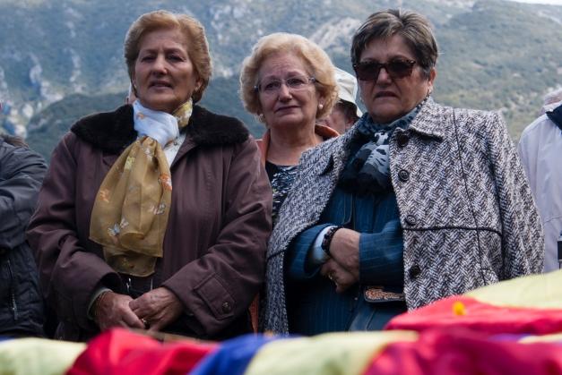 Las nietas de Nicasio esperan el momento. Foto: Ana López