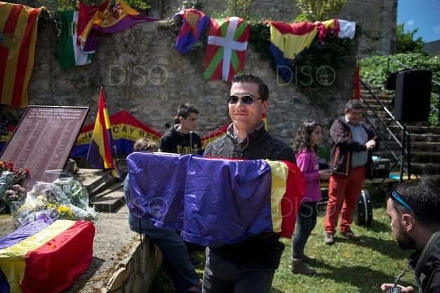 Recogiendo los restos de Celedonio Molina, para llevarlos al pueblo. Foto: Alvaro Minguito
